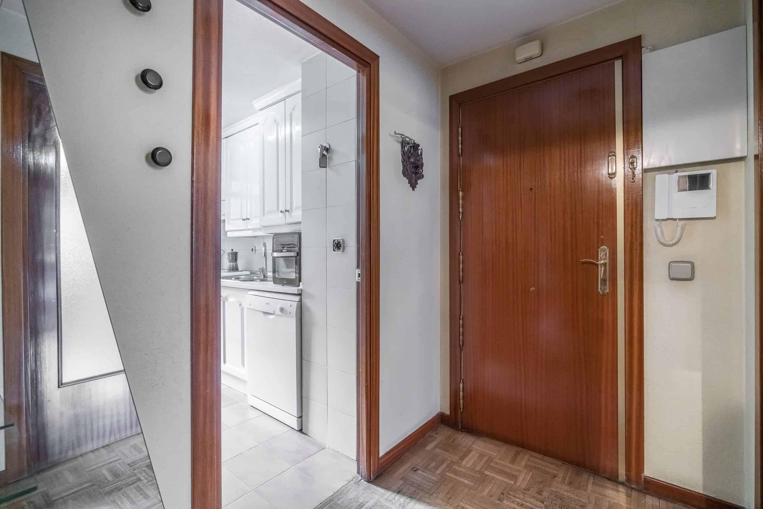 Agencia Inmobiliaria de Madrid-FUTUROCASA- ENTRADA PASILLO (1)
