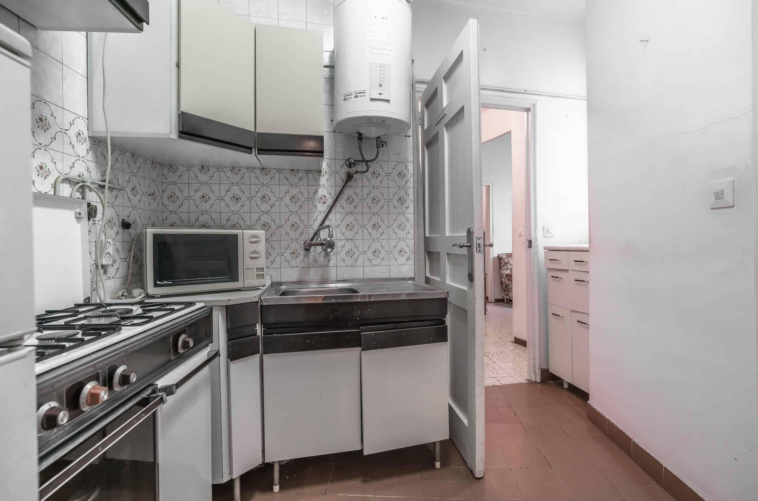 Agencia Inmobiliaria de Madrid-FUTUROCASA-Zona ARGANZUELA-EMBAJADORES-LEGAZPI -plaza General Vara del Rey- cocina (3)