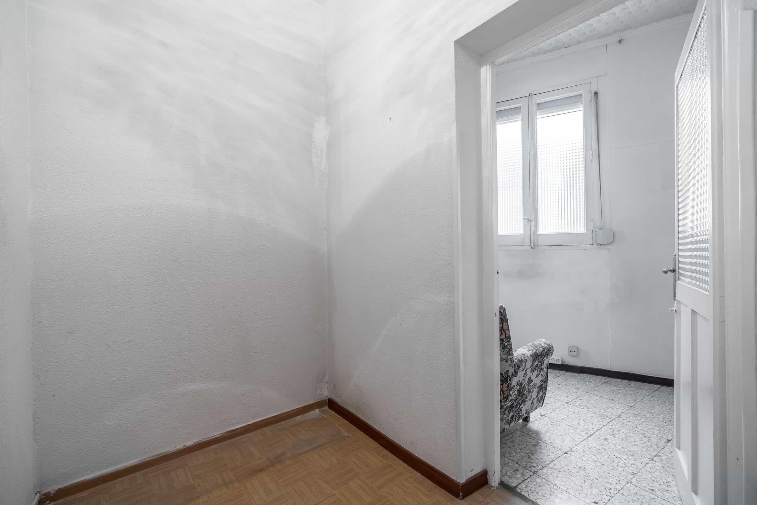 Agencia Inmobiliaria de Madrid-FUTUROCASA-Zona ARGANZUELA-EMBAJADORES-LEGAZPI -plaza General Vara del Rey- dormitorio 1.jpg (2)