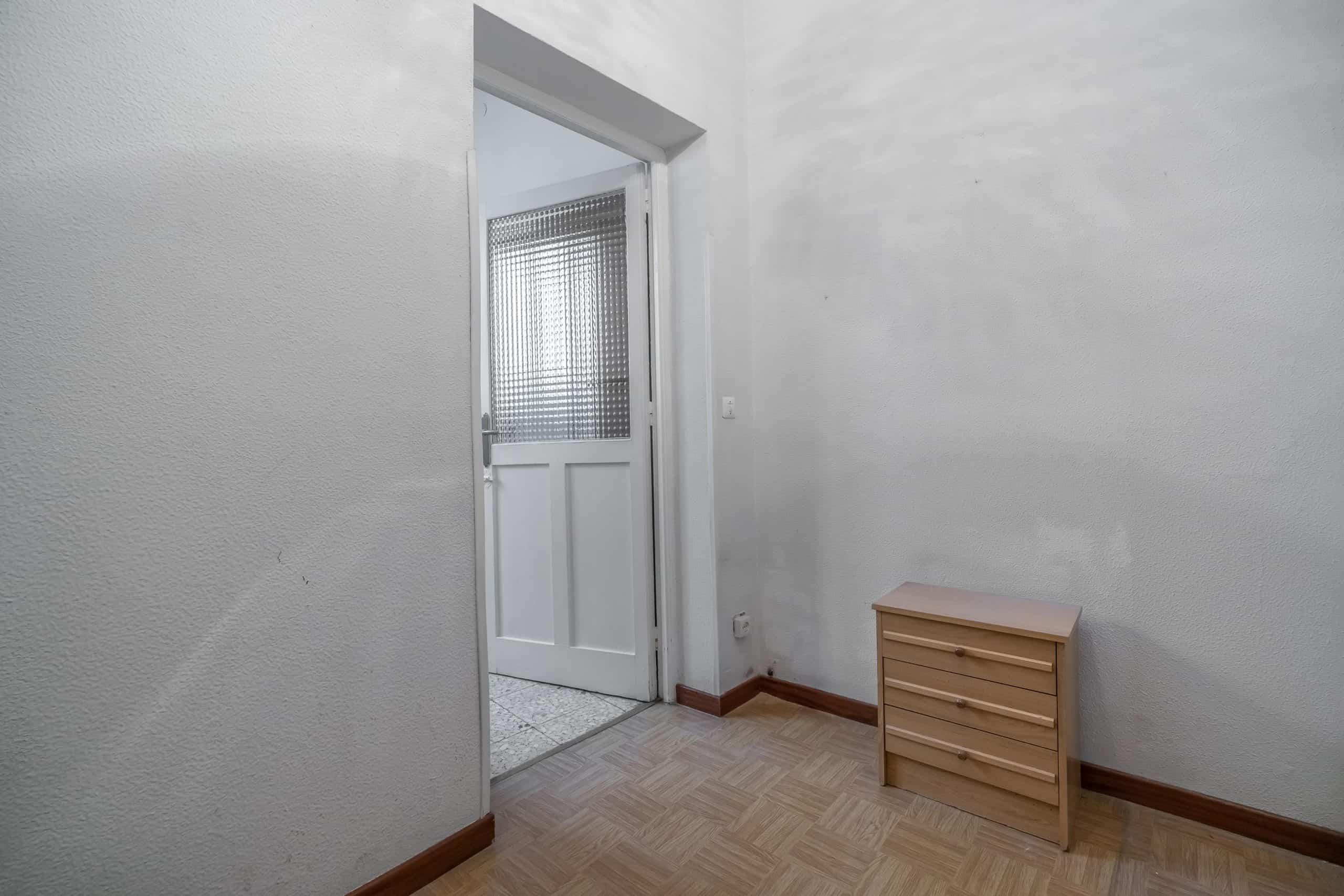 Agencia Inmobiliaria de Madrid-FUTUROCASA-Zona ARGANZUELA-EMBAJADORES-LEGAZPI -plaza General Vara del Rey- dormitorio 1.jpg