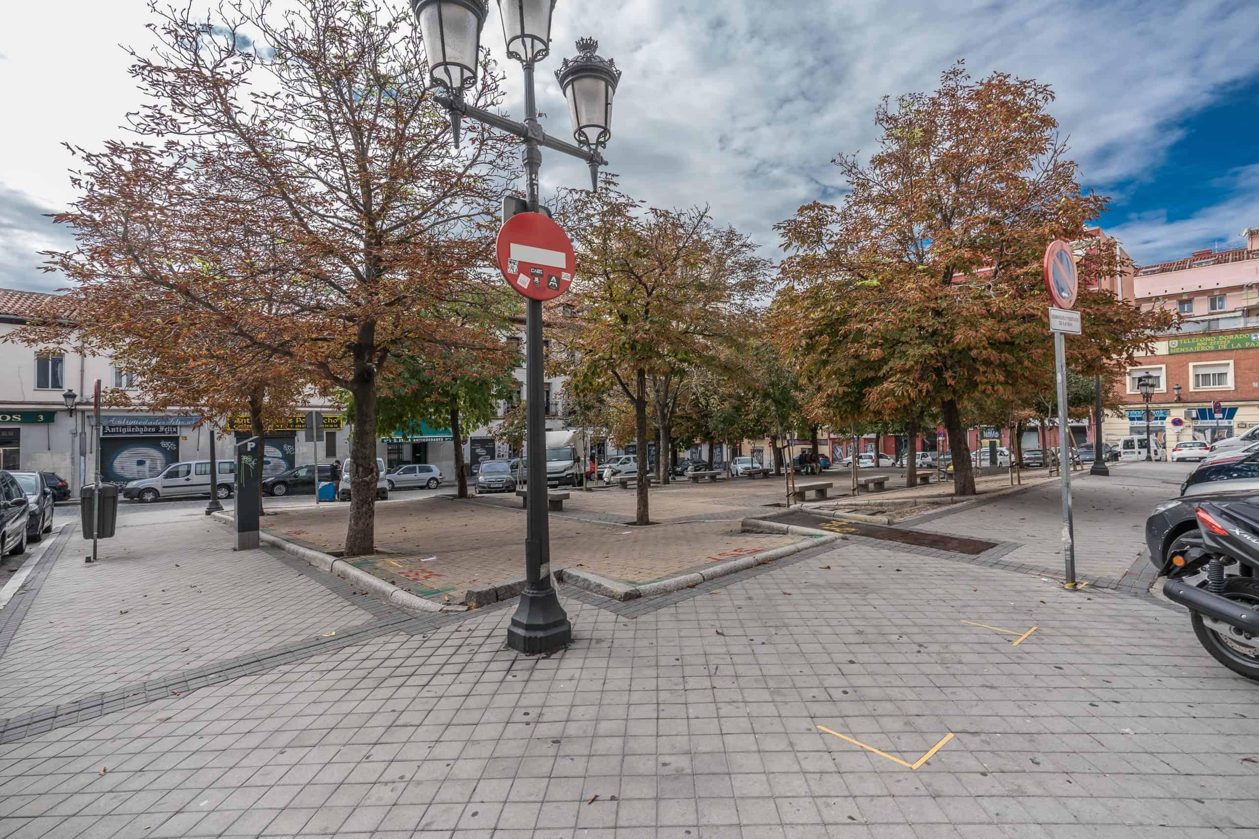 Agencia Inmobiliaria de Madrid-FUTUROCASA-Zona ARGANZUELA-EMBAJADORES-LEGAZPI -plaza General Vara del Rey- exterior (2)