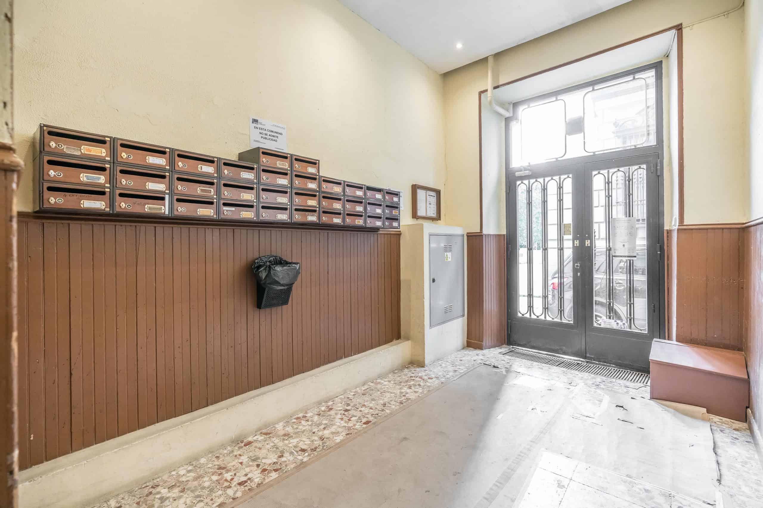 Agencia Inmobiliaria de Madrid-FUTUROCASA-Zona ARGANZUELA-EMBAJADORES-LEGAZPI -plaza General Vara del Rey- zonass comunes (6)